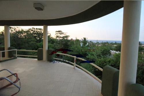 Къща за гости с басейн в Куба