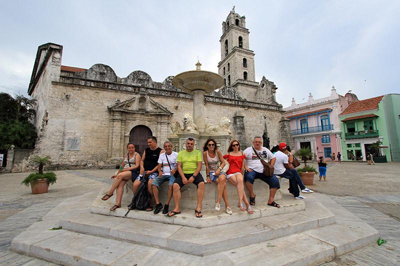 Салса приключение през август в Куба